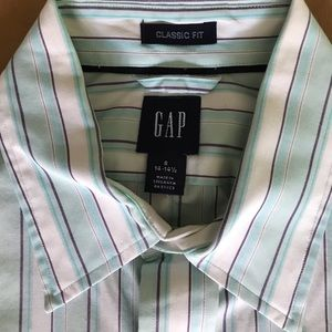 Gap classic fit button down shirt